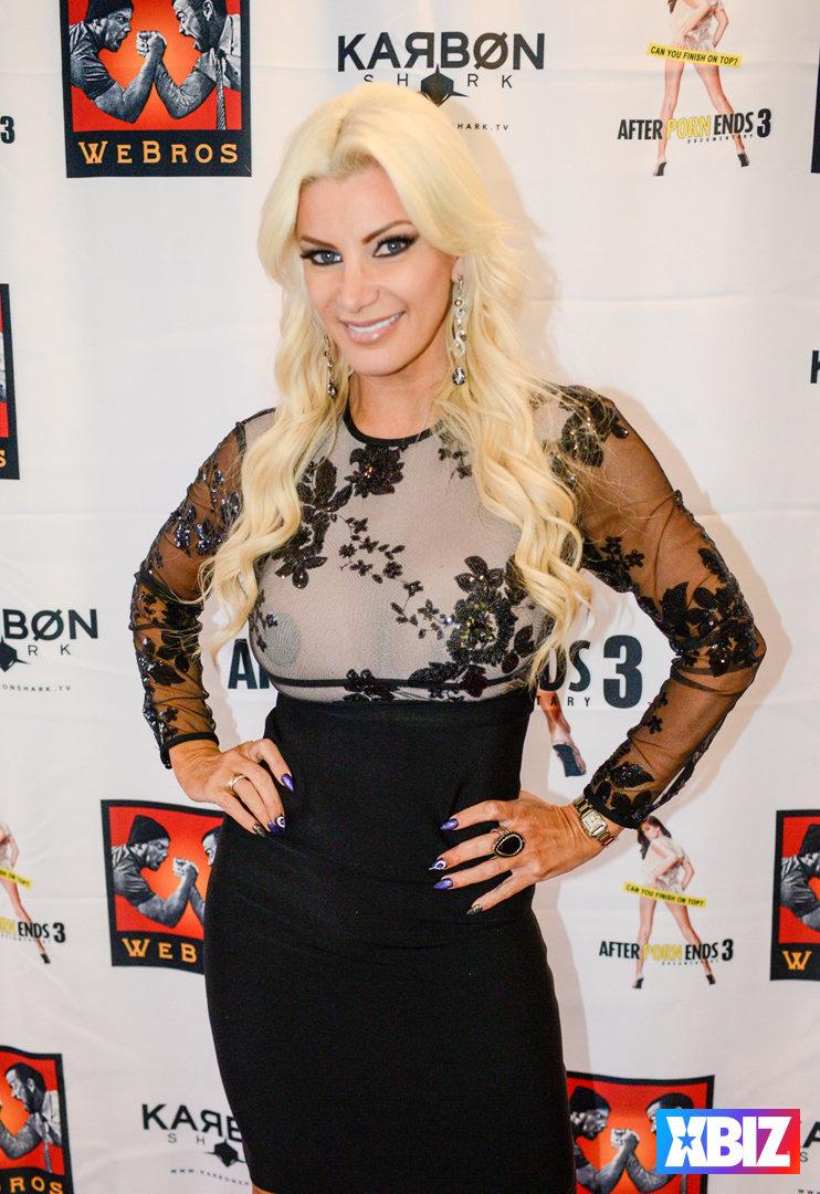 picture Lindsay Bloom