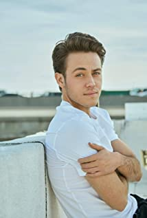 Ethan Cutkosky Picture