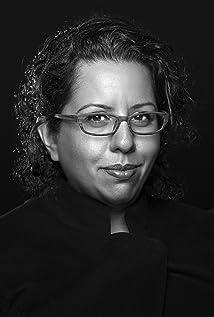 Tina Gharavi Picture