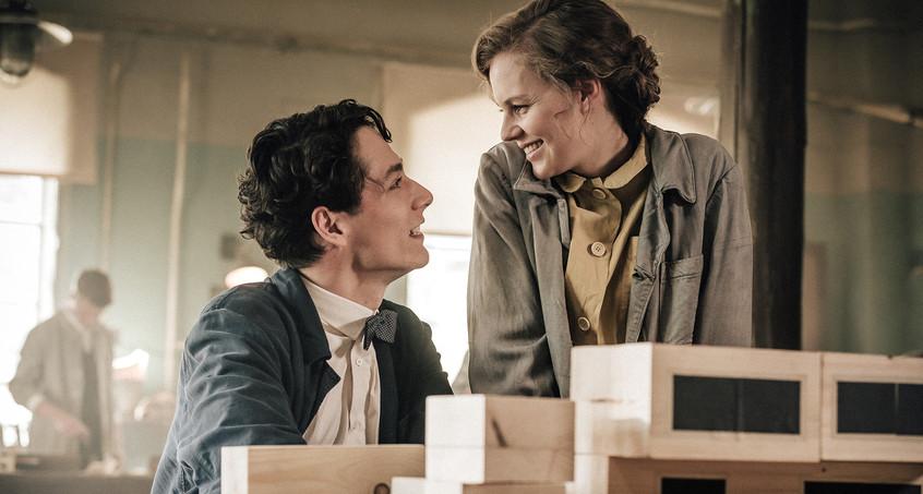Alicia von Rittberg and Noah Saavedra in Bauhaus (2019)