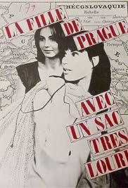 La fille de Prague avec un sac très lourd Poster