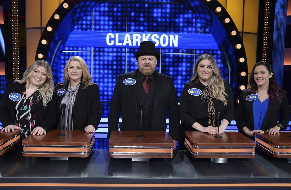 Kelly Clarkson vs  Amy Schumer and Bindi Irwin vs  Chrissy