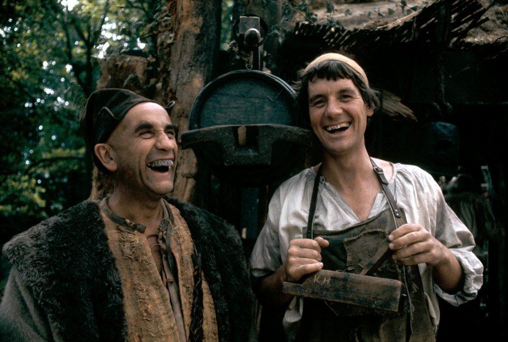 Michael Palin and Warren Mitchell in Jabberwocky (1977)