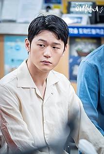 Hak-joo Lee Picture