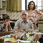 Elba Escobar, Guillermo Garcia, and Sócrates Serrano in Azul y no tan rosa (2012)