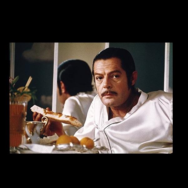 Marcello Mastroianni in La pupa del gangster (1975)
