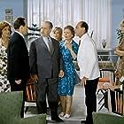 Kostas Doukas, Joly Garbi, Dinos Iliopoulos, Zoi Laskari, Hloi Liaskou, Rena Vlahopoulou, and Giannis Vogiatzis in Merikoi to protimoun kryo... (1963)