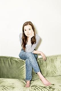 Norah Sadava Picture