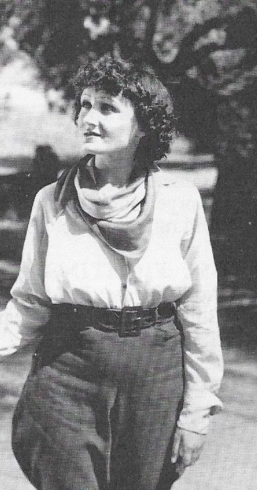 Yvonne Pelletier in Lightning Triggers (1935)