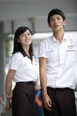Michelle Chen and Kai Ko in Na xie nian, wo men yi qi zhui de nu hai (2011)