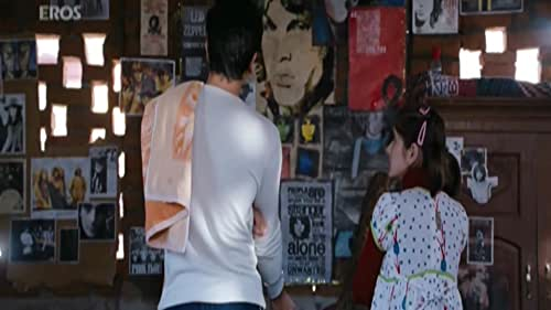 Janardhan Jakhar chases his dreams of becoming a big Rock star, during which he falls in love with Heer.
