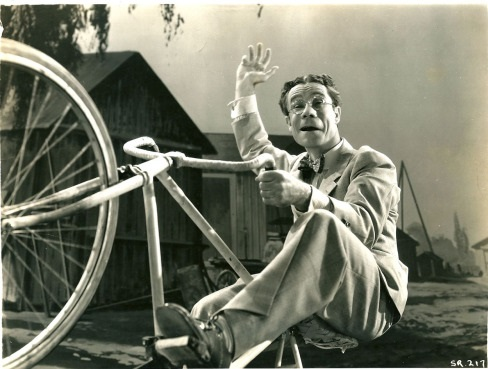 Joe E. Brown in 6 Day Bike Rider (1934)