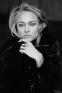 Jessica Madsen Picture