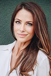 Esther Anderson Picture