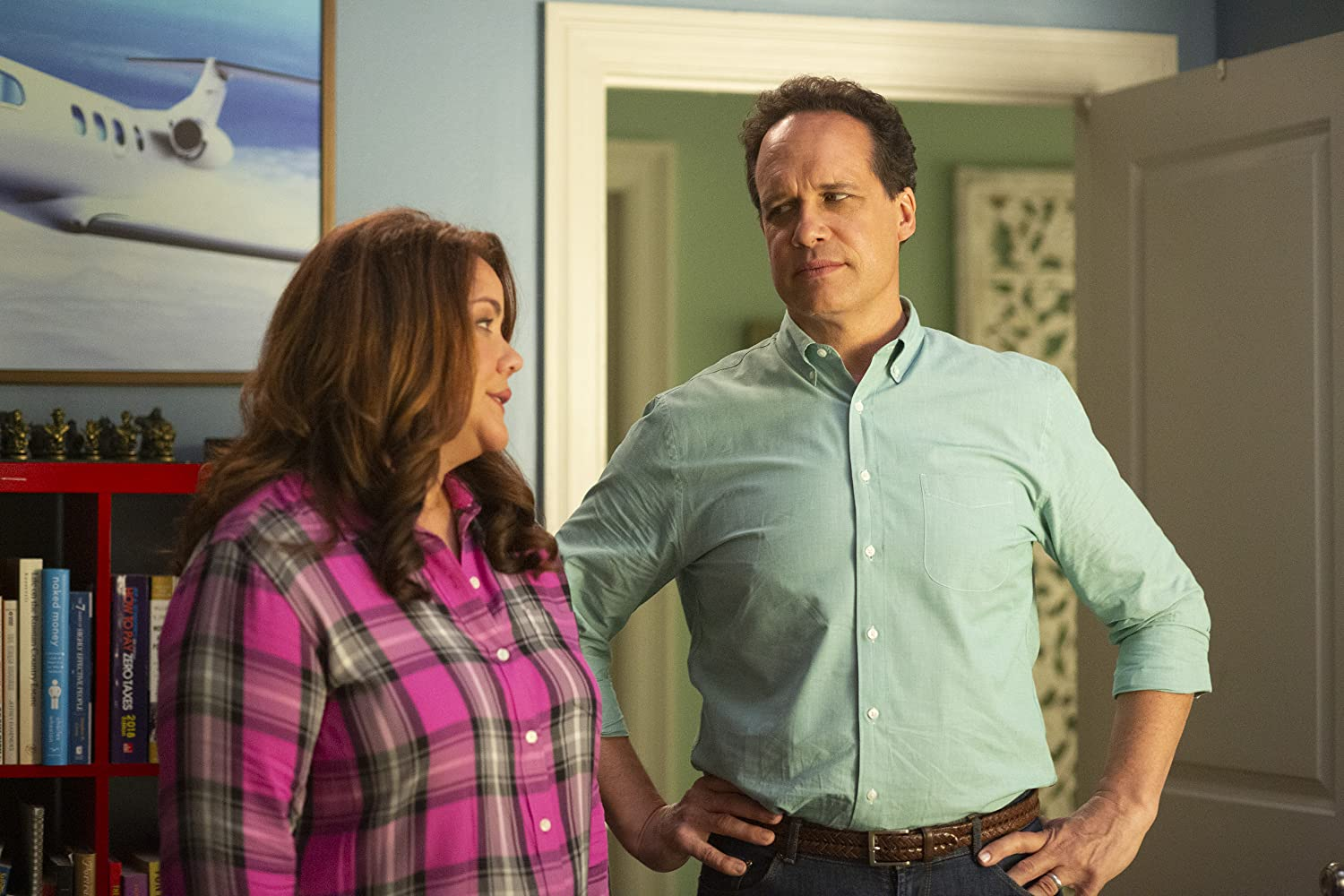 Diedrich Bader and Katy Mixon in The Minivan (2019)