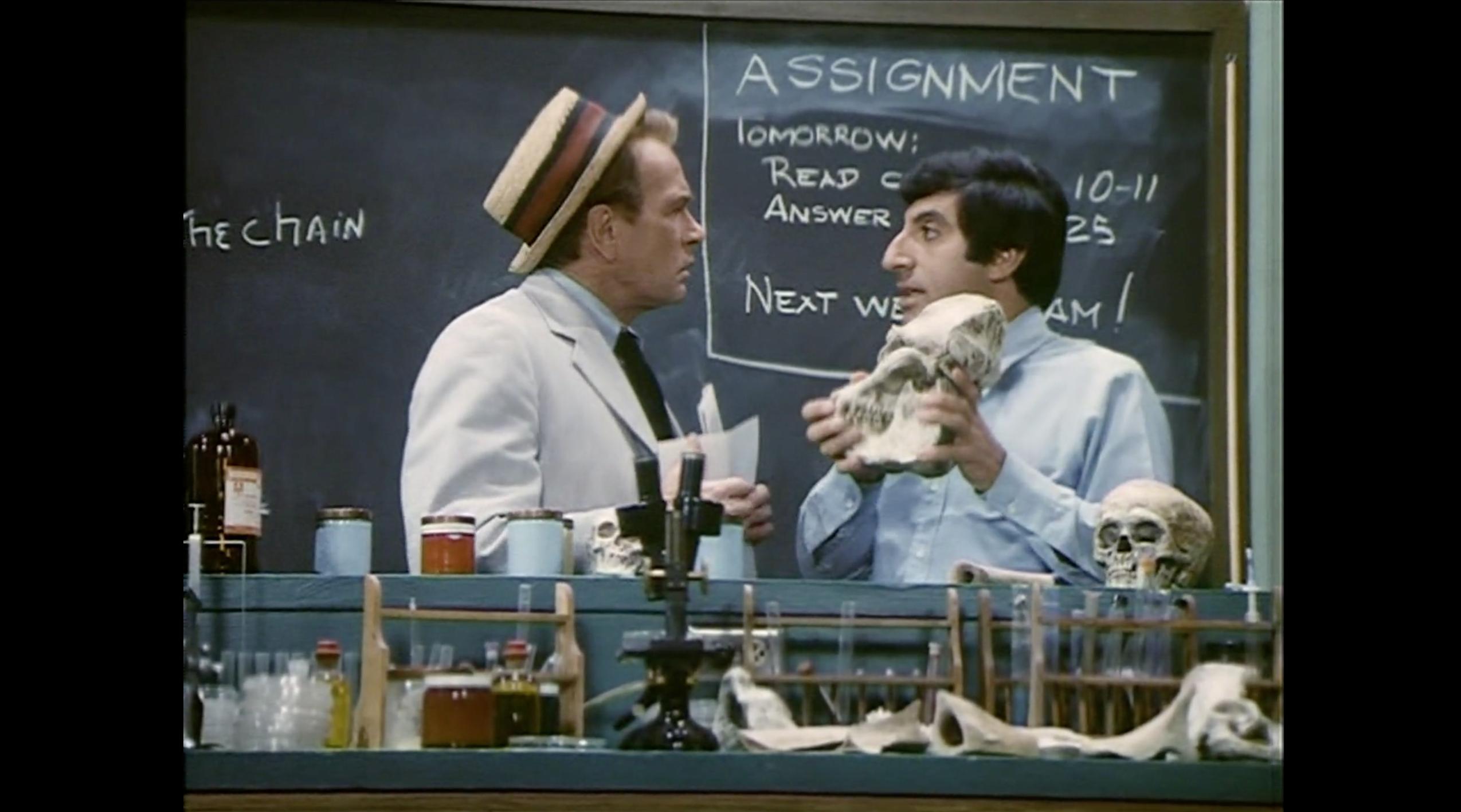 Jamie Farr and Darren McGavin in Kolchak: The Night Stalker (1974)