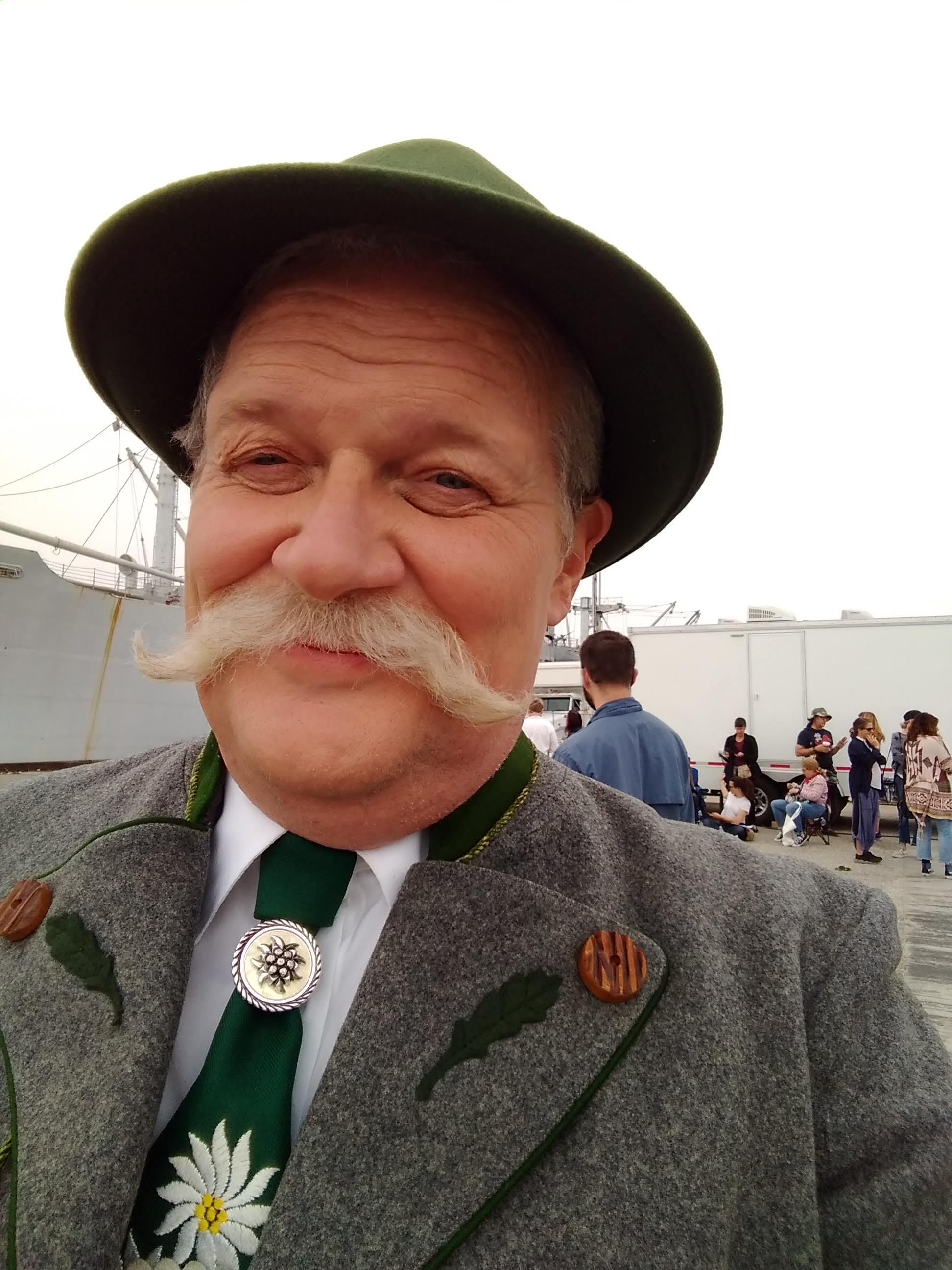 Herr Gherkin von Deutschland in KIDDING