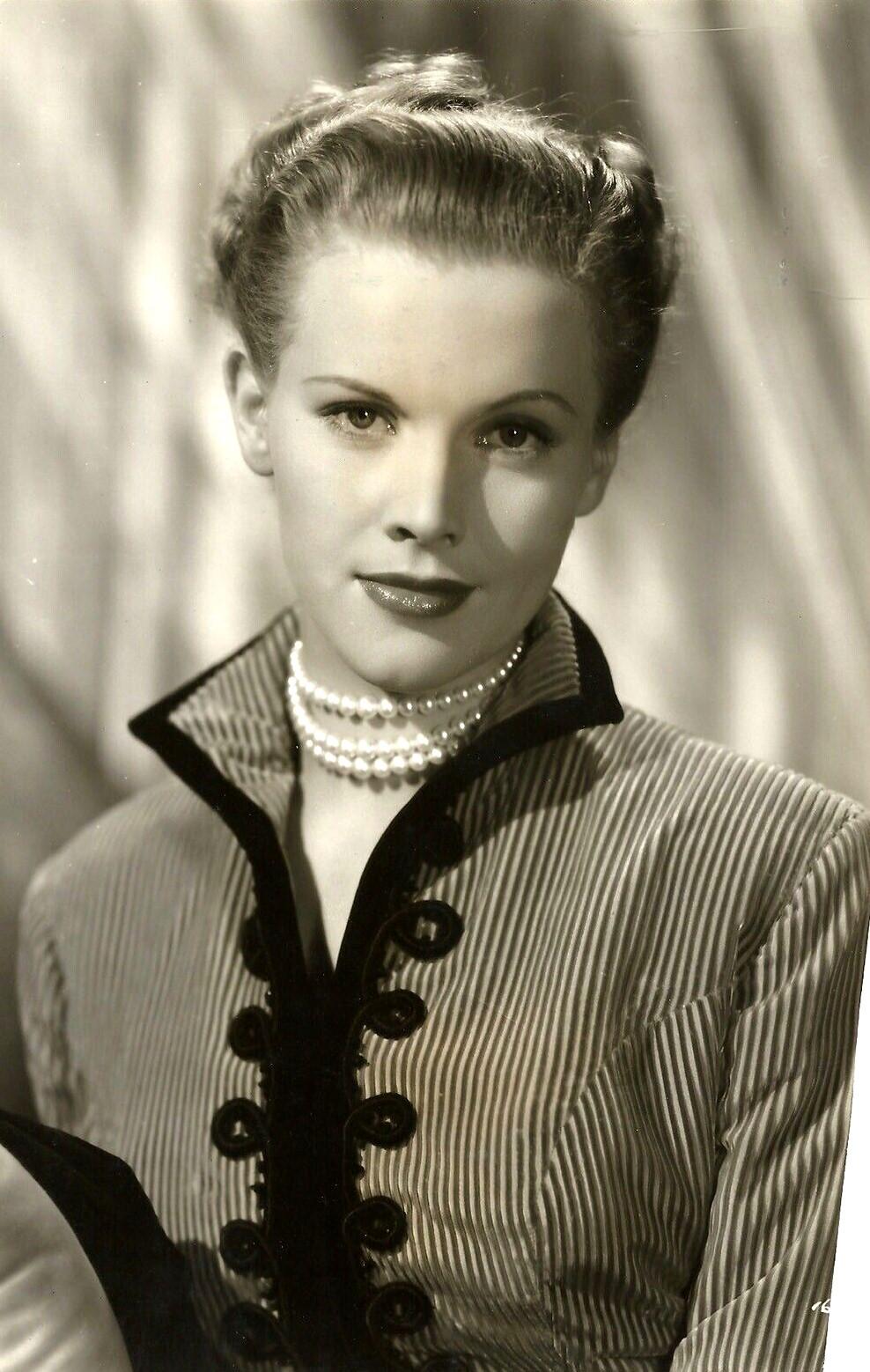Honor Blackman in Quartet (1948)