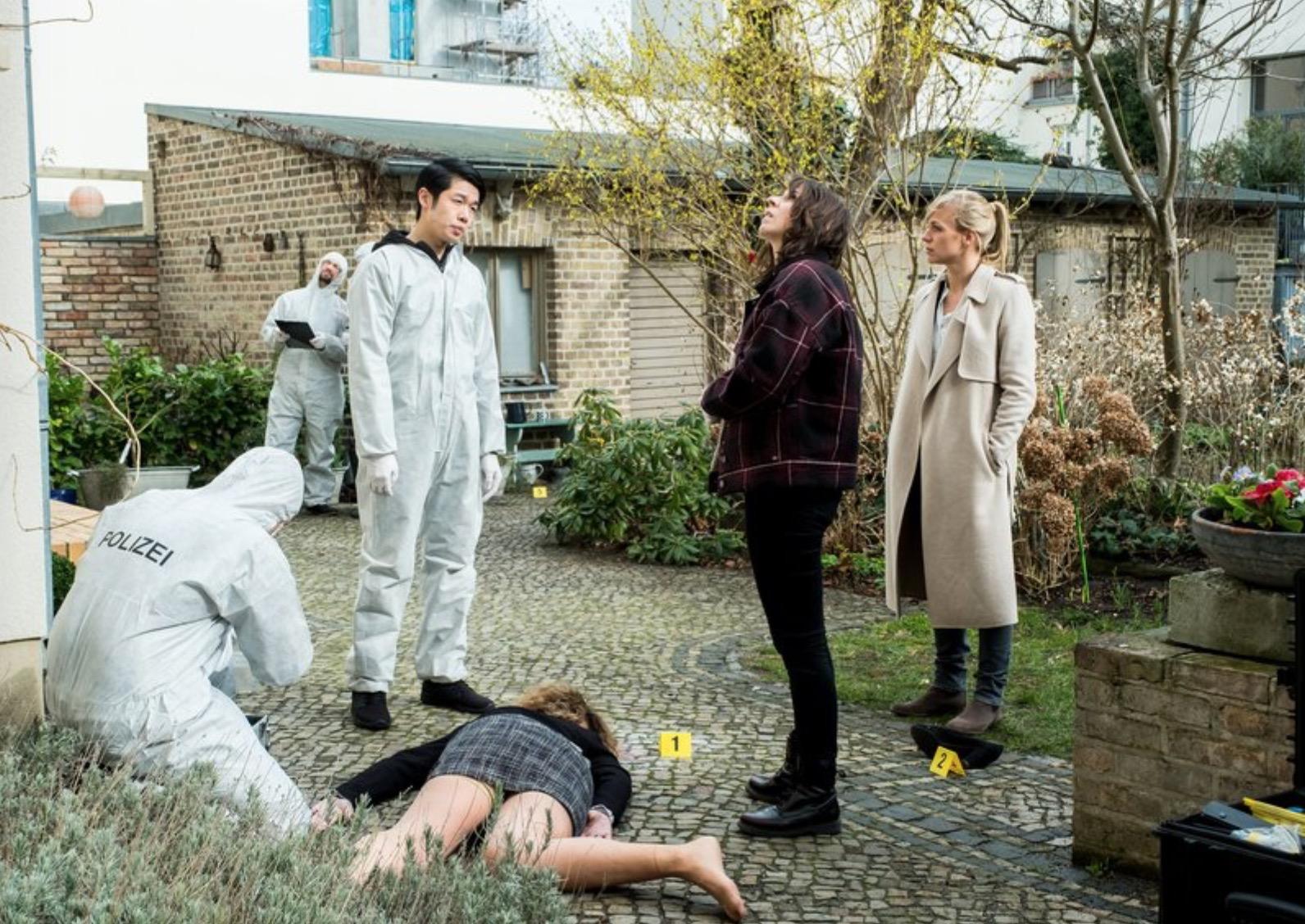 Caroline Erikson, Yung Ngo, and Katrin Jaehne in Familienschande (2019)