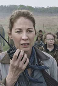 Jenna Elfman, Cooper Dodson, Alexa Nisenson, and Ethan Suess in Fear the Walking Dead (2015)