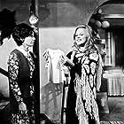Maria Konstadarou and Aliki Vougiouklaki in I Maria tis siopis (1973)