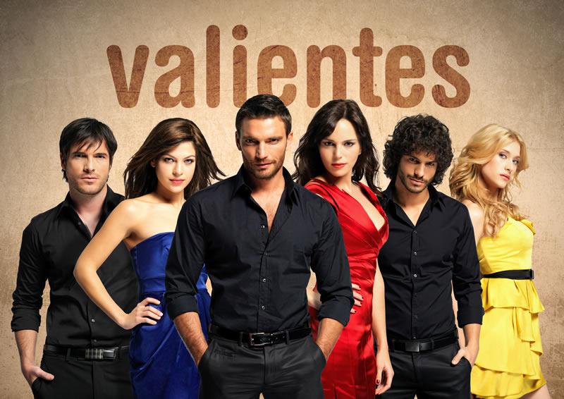 Julián Gil, Michel Gurfi, Marco de Paula, and Thais Blume in Valientes (2010)
