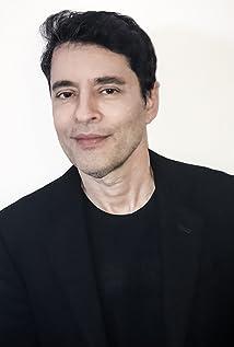 Tiago Santiago Picture