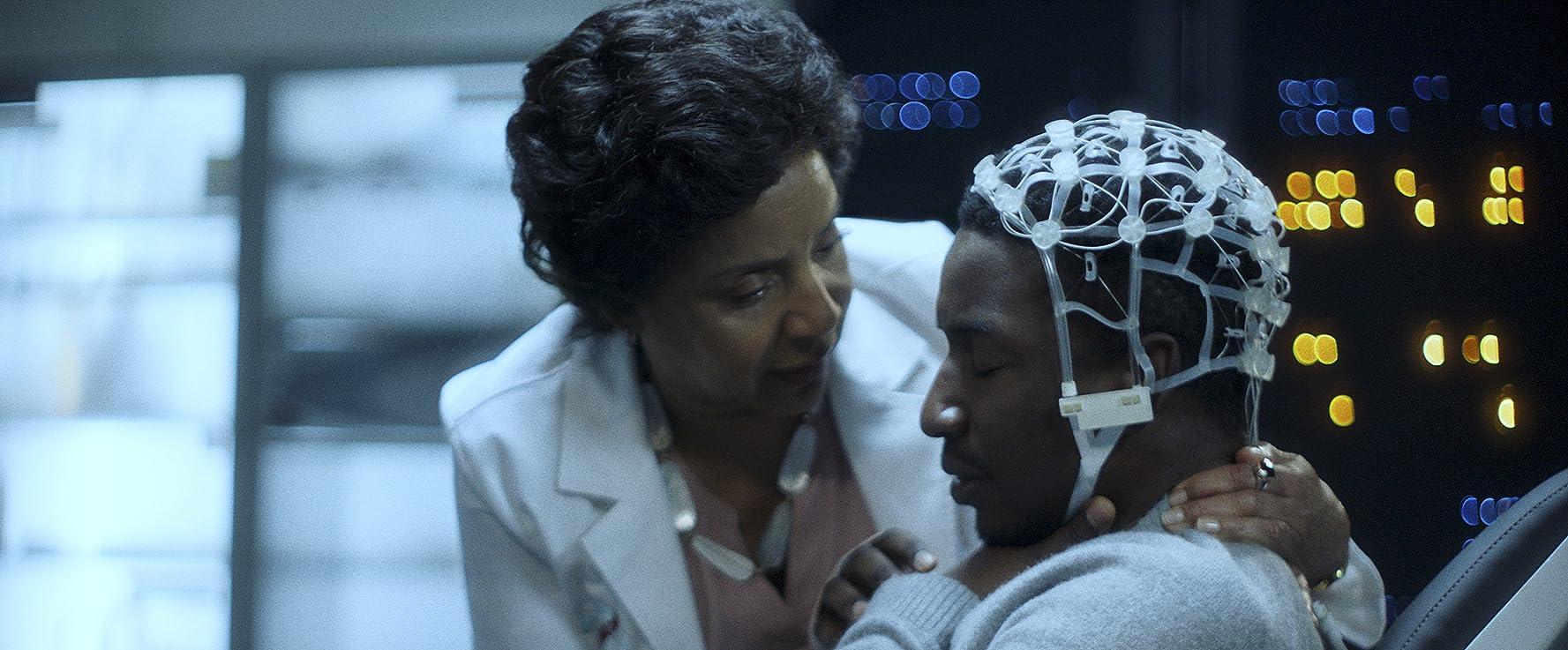 Phylicia Rashad, Mamoudou Athie, and Lillian Brooks in Black Box (2020)