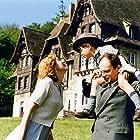 Julie Gayet and Denis Podalydès in Un monde presque paisible (2002)