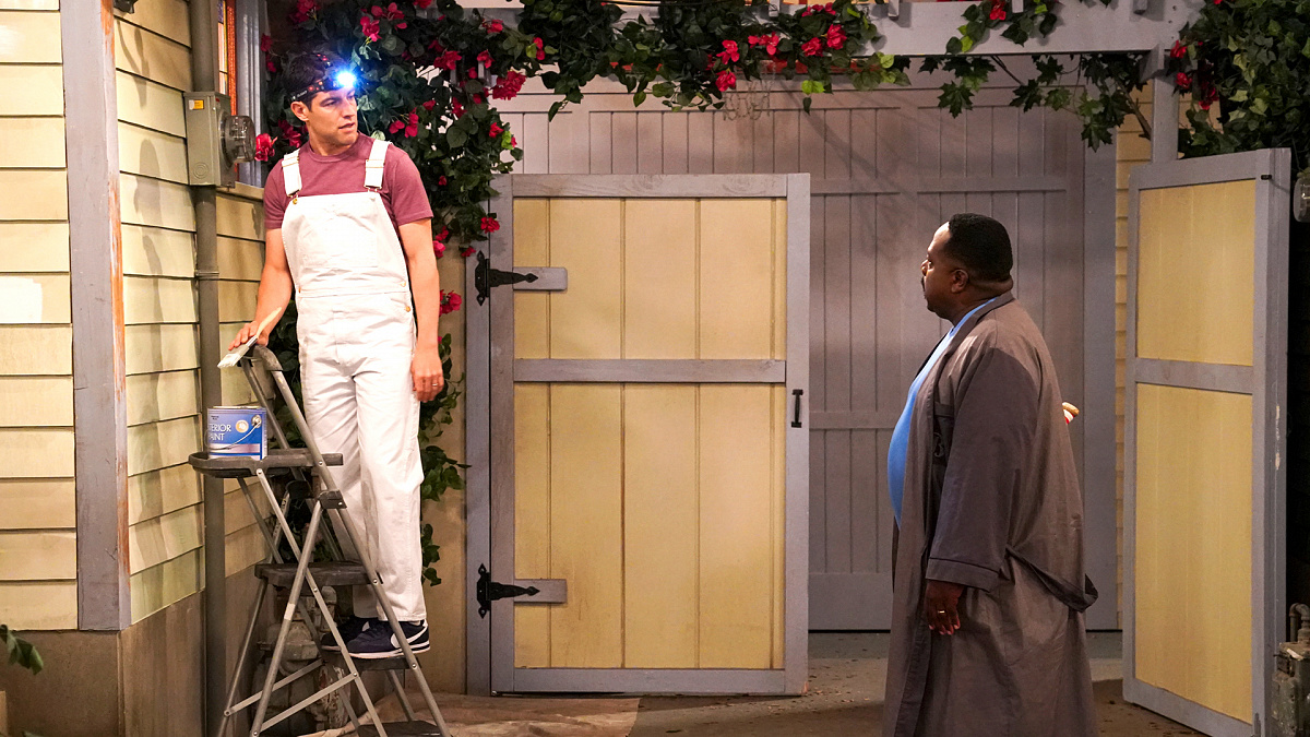 Cedric the Entertainer and Max Greenfield in Welcome to the Fresh Coat (2019)