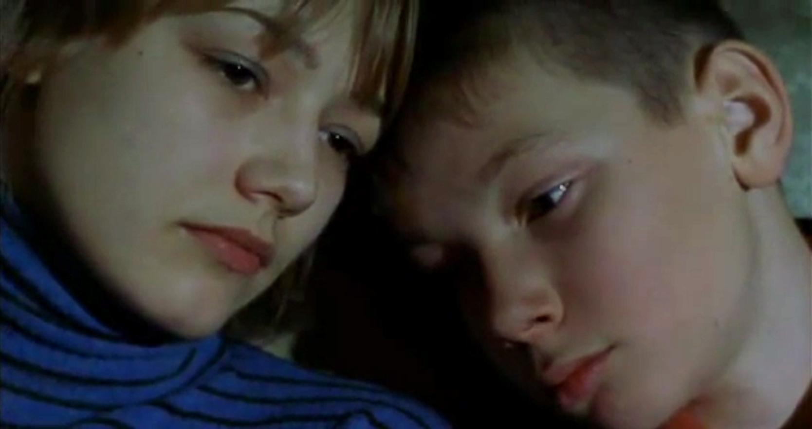 Oksana Akinshina and Artyom Bogucharskiy in Lilja 4-ever (2002)