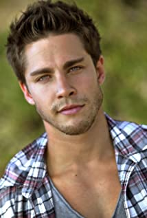 Dean Geyer Picture