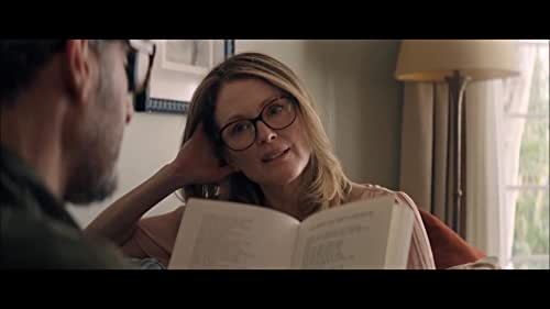 Gloria (Julianne Moore) is a free-spirited divorcée who spends her days at a straight-laced office job and her nights on the dance floor, joyfully letting loose at clubs around Los Angeles. After meeting Arnold (John Turturro) on a night out, she finds herself thrust into an unexpected new romance, filled with both the joys of budding love and the complications of dating, identity, and family.