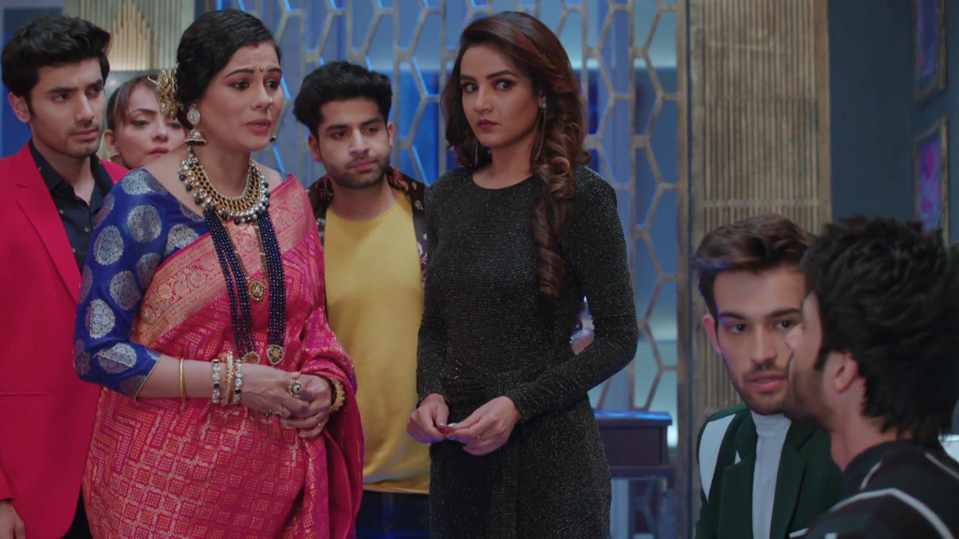 Rakhee Tandon, Jasmin Bhasin, and Geetanjali Tikekar in Episode #4.4 (2019)