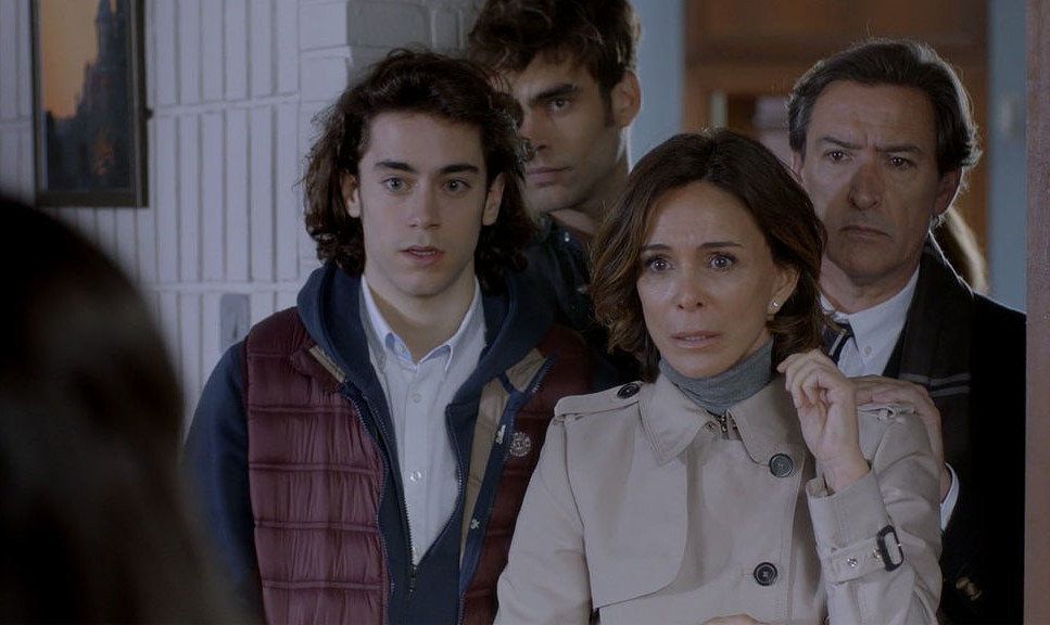 Lydia Bosch, Ginés García Millán, Jon Kortajarena, and Oriol Puig in La verdad (2018)