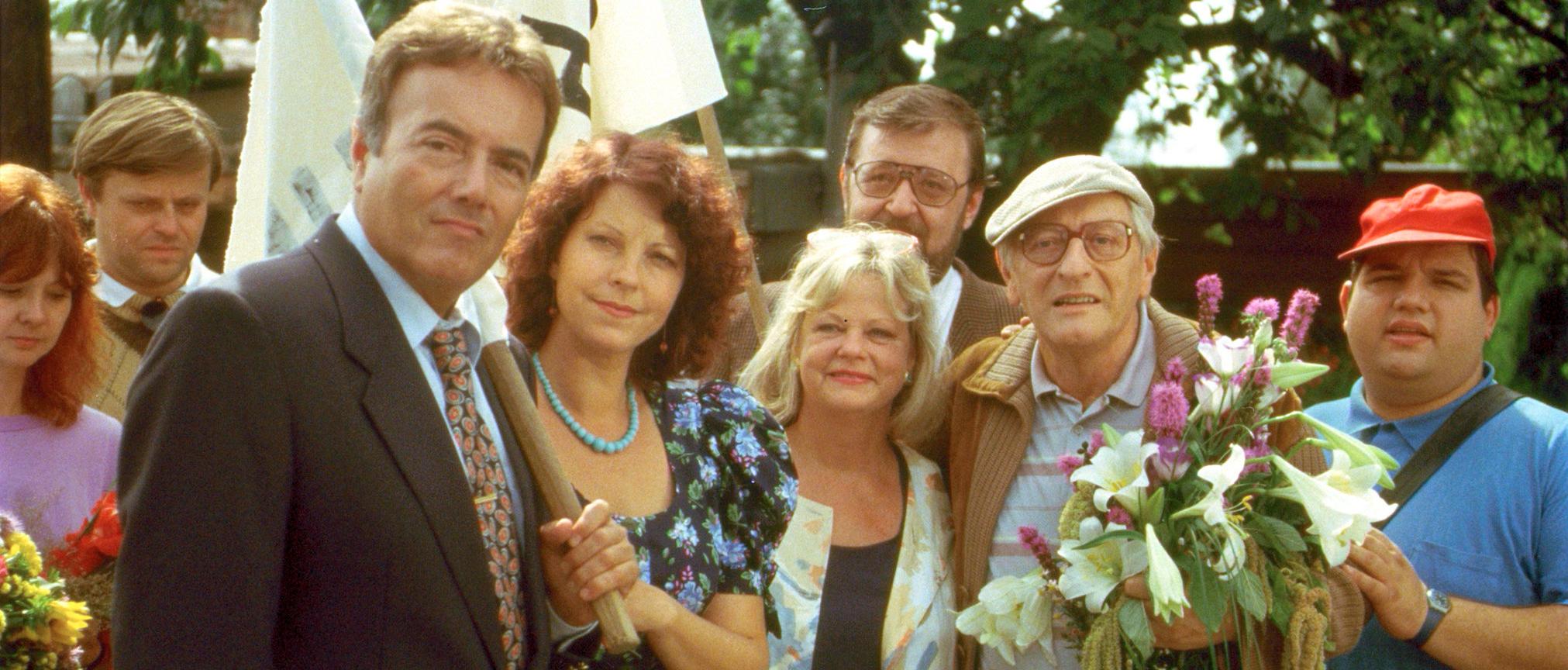 Elfi Eschke, Peter Fröhlich, Götz Kauffmann, Walter Langer, Marianne Mendt, and Gerald Pichowetz in Kaisermühlen Blues (1992)