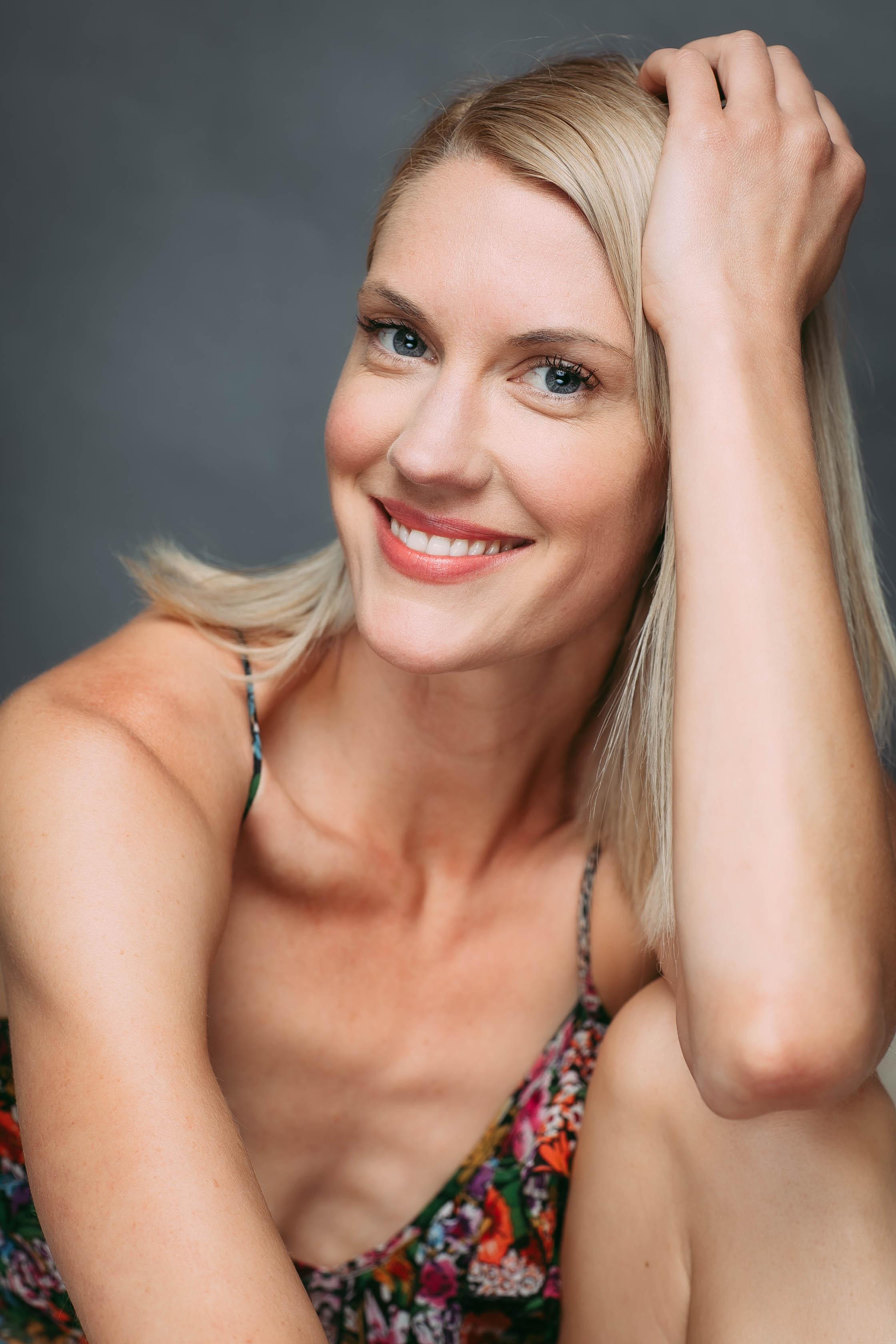 Lauren Lee Smith  nackt