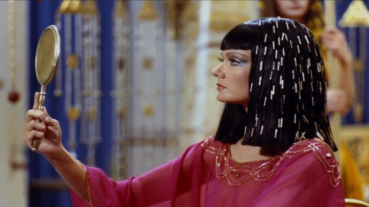 Mimi Coutelier in Deux heures moins le quart avant Jésus-Christ (1982)