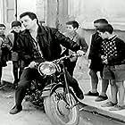 Nikos Xanthopoulos in Einai megalos o kaimos (1964)