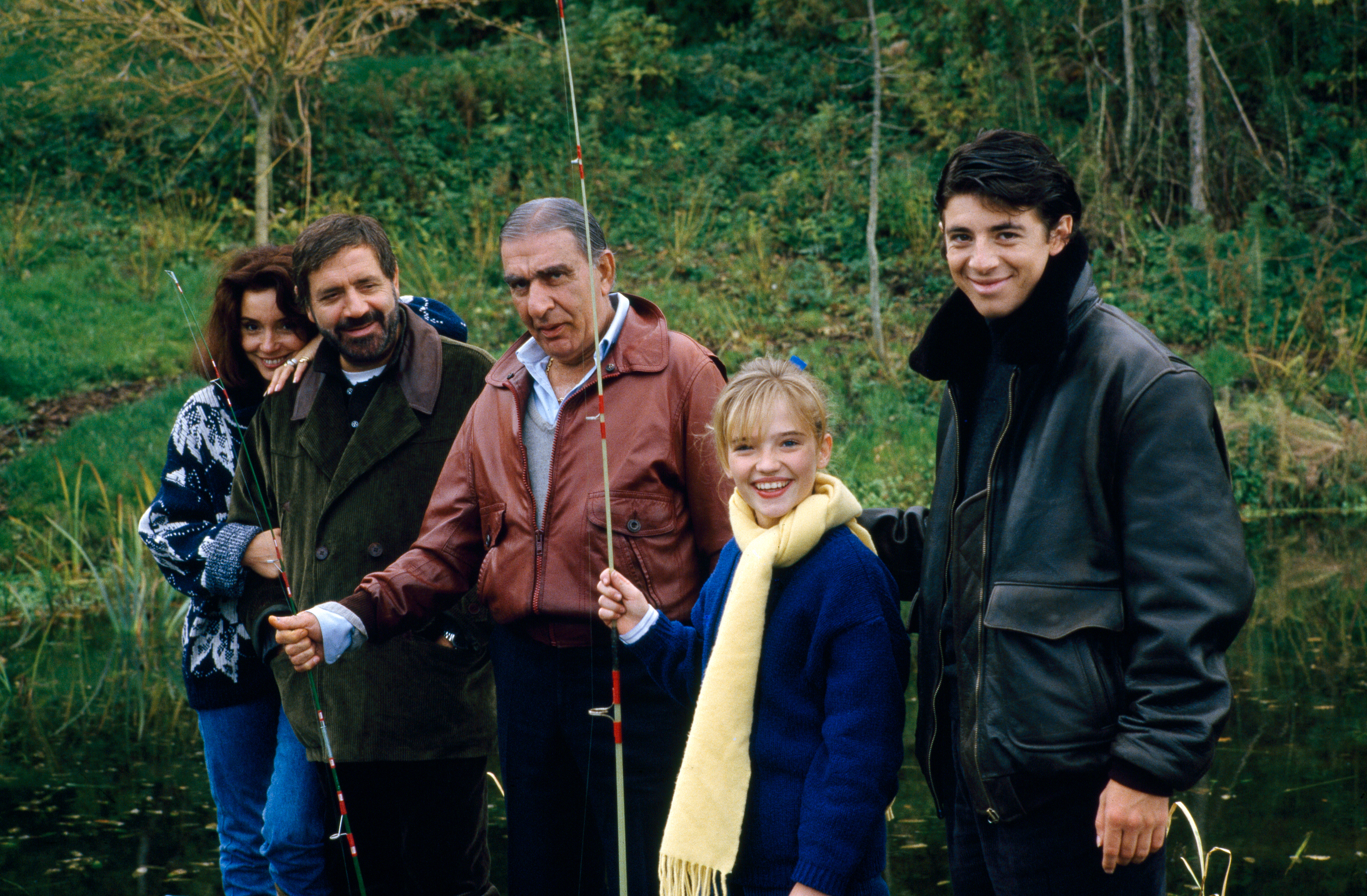 Patrick Bruel, Edwige Navarro, Charles Gérard, and Jean Yanne in Attention bandits! (1986)