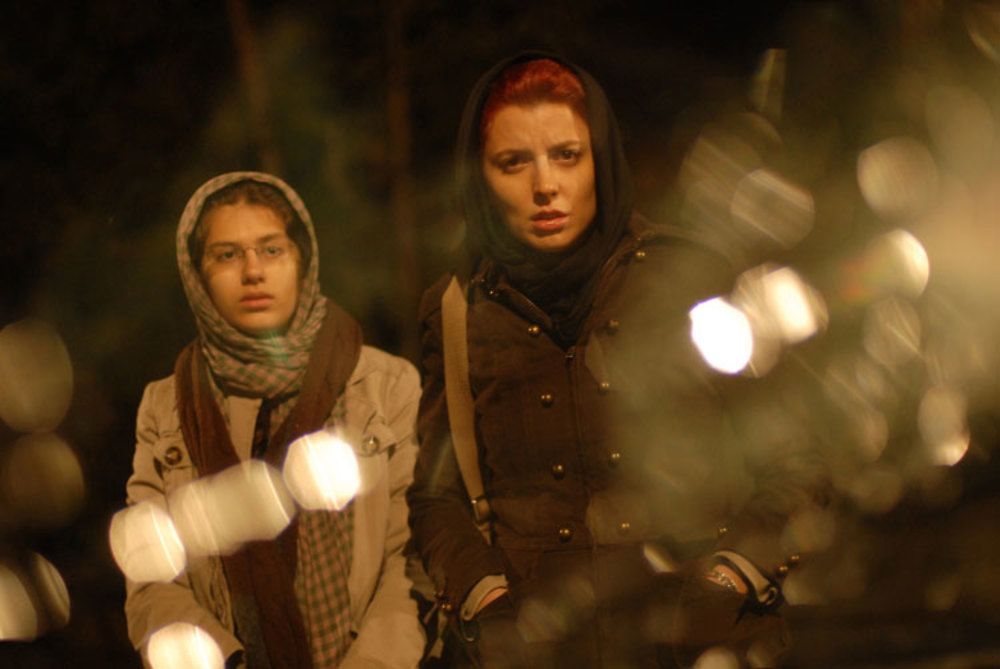 Leila Hatami and Sarina Farhadi in Jodaeiye Nader az Simin (2011)