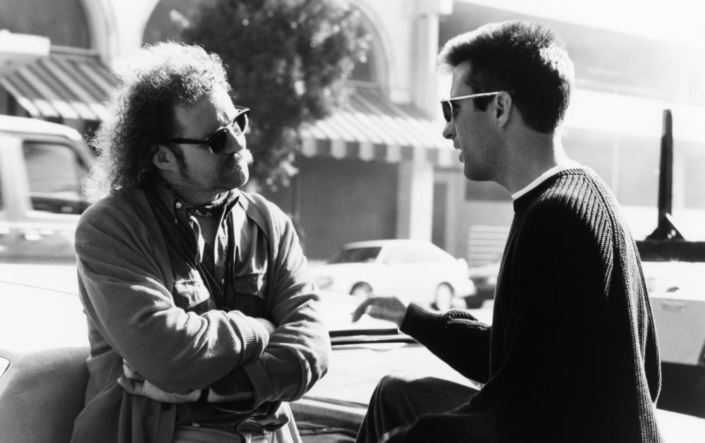 Andy Garcia and Mike Figgis in Internal Affairs (1990)