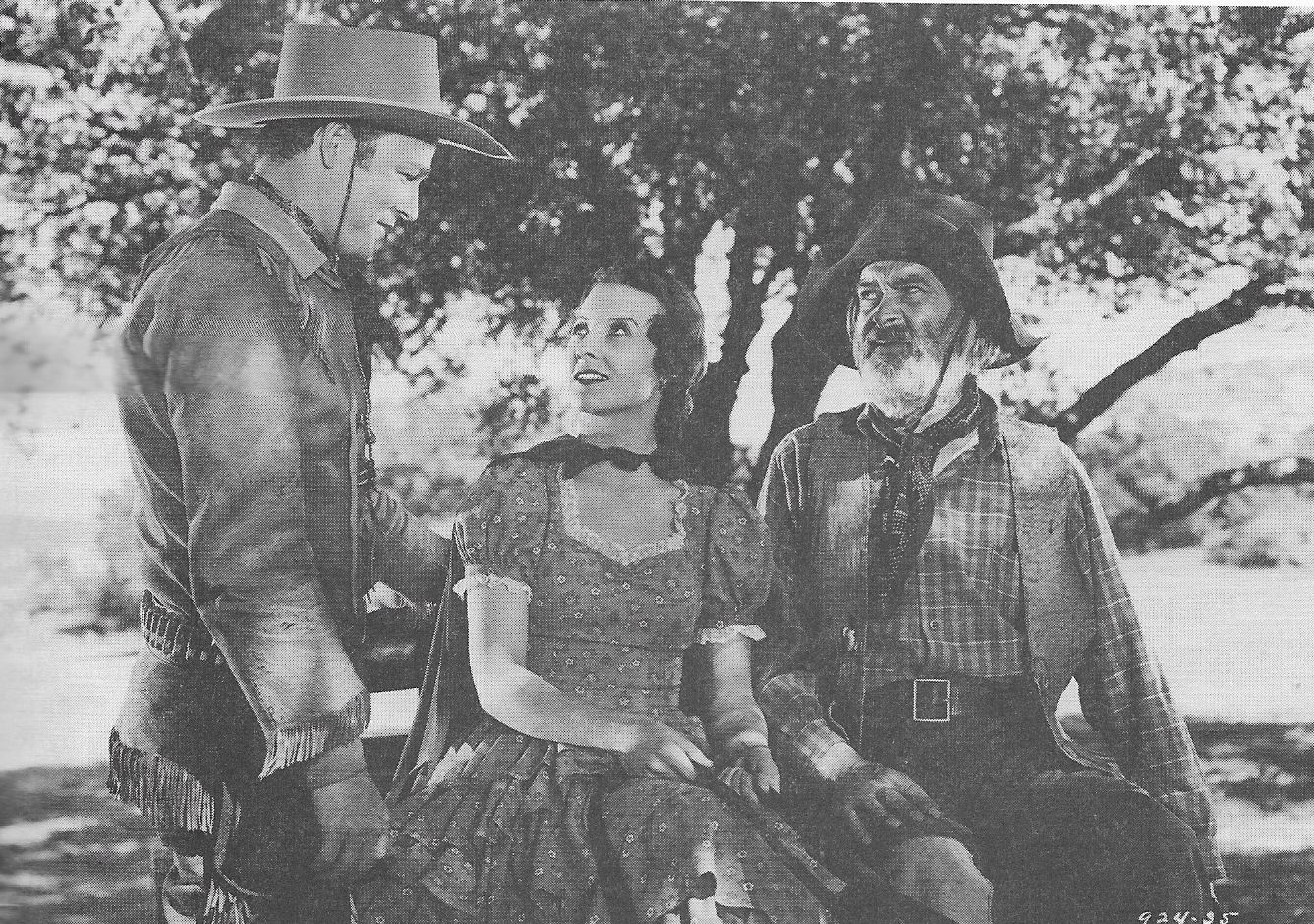 Roy Rogers, George 'Gabby' Hayes, and Pauline Moore in Young Buffalo Bill (1940)