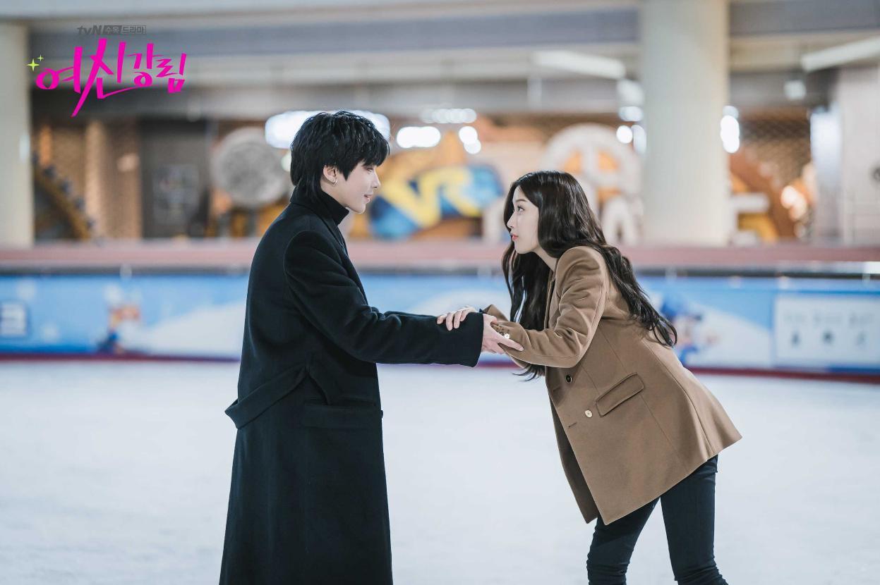 Hwang In-Yeop and Moon Ga-young in True Beauty (2020)