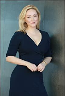 Nina Siemaszko Picture