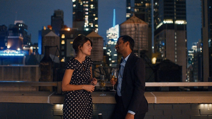 Alessandra Mastronardi and Aziz Ansari in Master of None (2015)