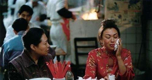 Ke Shi and Gaowa Siqin in Yi ma de hou xian dai sheng huo (2006)