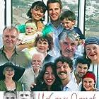 Arif Erkin Güzelbeyoglu, Ayla Karaca, Erdal Özyagcilar, Sumru Yavrucuk, Binnur Kaya, Nehir Erdogan, Ilker Aksum, Engin Akyürek, and Özgür Çevik in Yabanci damat (2004)