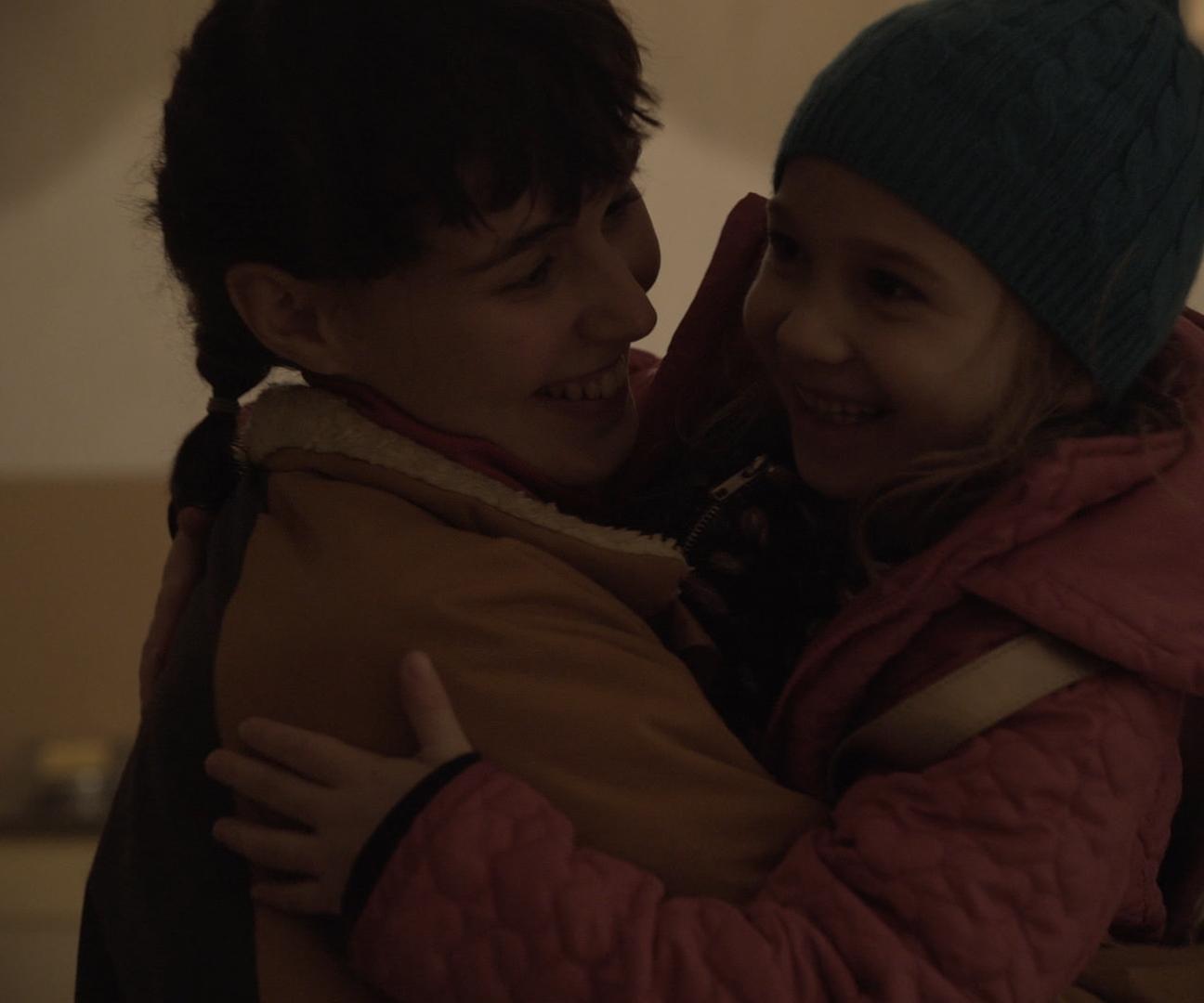 Marie Tragousti and Luna Arwen Krüger in Nackte Tiere (2020)