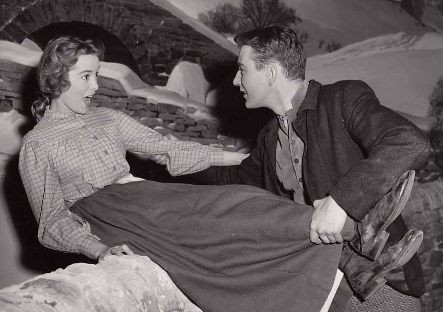 Janet Leigh and Tom Drake in Hills of Home (1948)